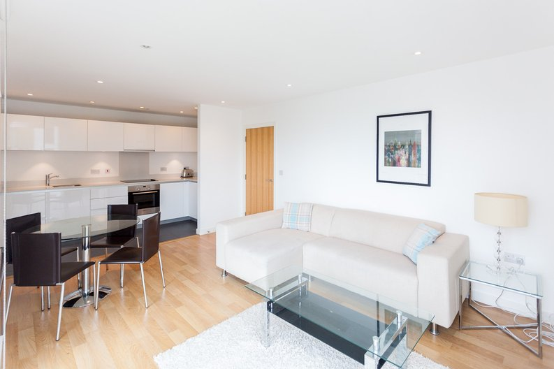 2 bedroom(s) apartment to sale in Waterside Apartments, Woodberry Down, Manor House-image 4
