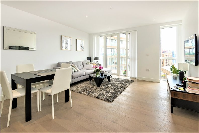 2 bedroom(s) apartment to sale in Admiralty House, Vaughan Way, London-image 3