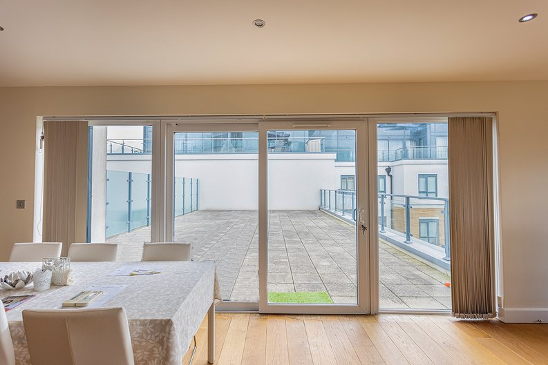 3 bedroom(s) apartment to sale in Boulevard Drive, Colindale, London-image 21
