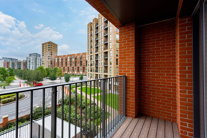 2 bedroom(s) apartment to sale in Lismore Boulevard, Colindale, Colindale Gardens, London-image 4