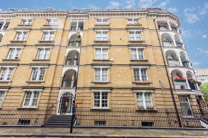 2 bedroom(s) apartment to sale in Mall Chambers, Kensington Mall, Notting Hill-image 11