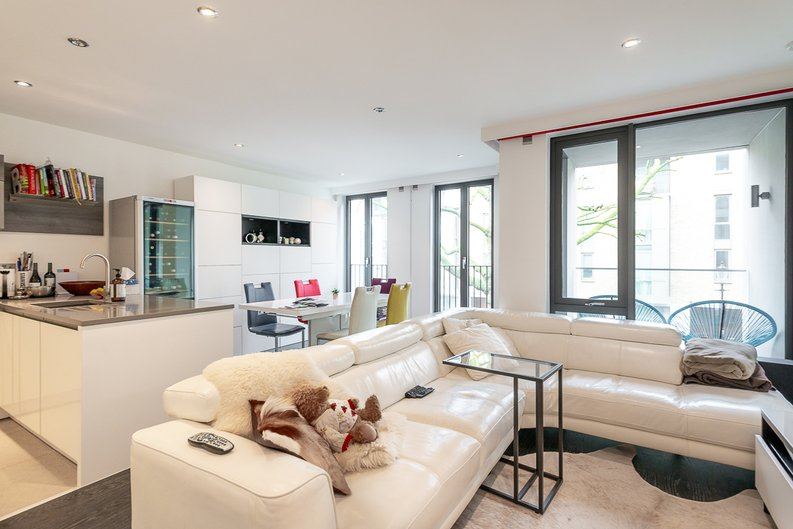 2 bedroom(s) apartment to sale in Bonchurch Road, Notting Hill , London-image 3
