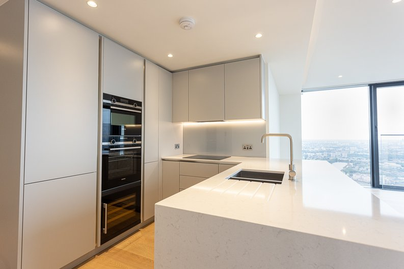 2 bedroom(s) apartment to sale in Marsh Wall, Canary Wharf, London-image 2