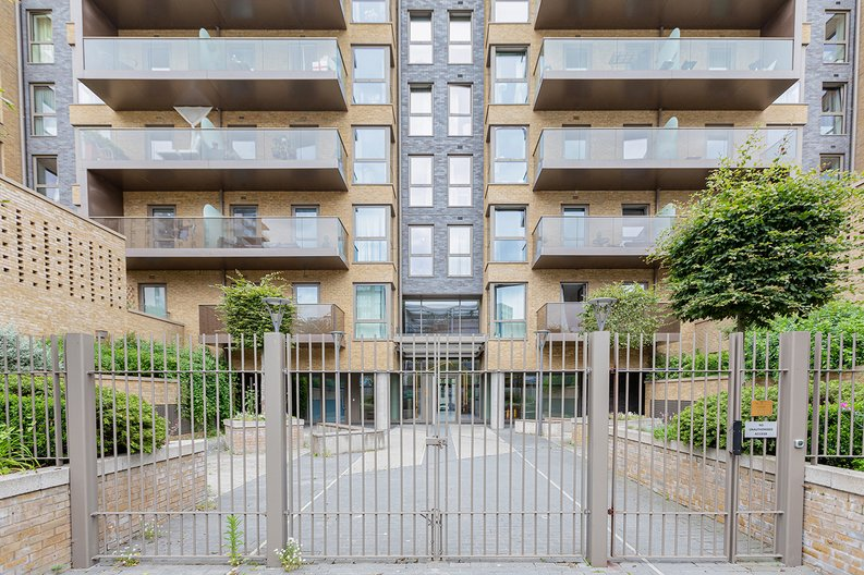 3 bedroom(s) apartment to sale in Olympic Way, Wembley, Greater London, London-image 14