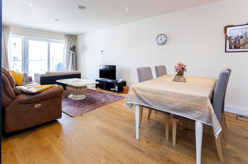 3 bedroom(s) apartment to sale in Cavendish House, 6 Boulevard Drive, London-image 1