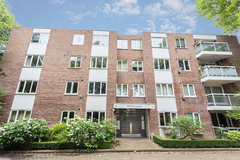 2 bedroom(s) apartment to sale in Imperial Court, Shepherds Hill, Highgate, London-image 5