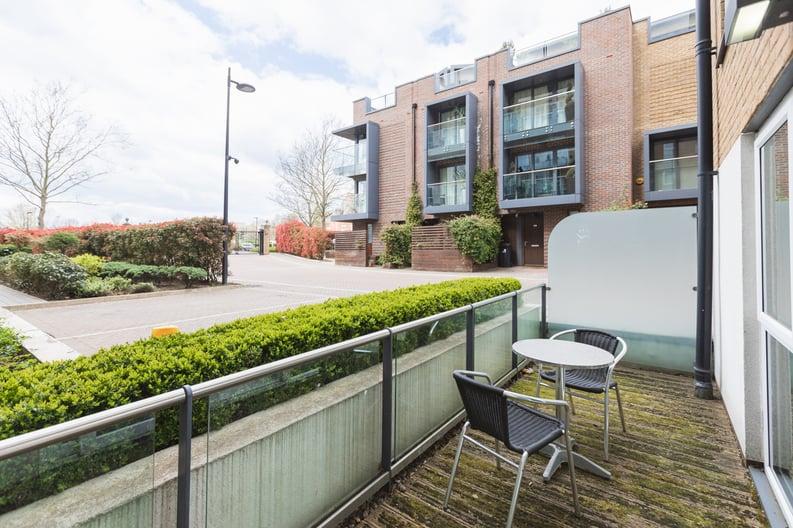 Studio apartment to sale in Napier House, Bromyard Avenue, London-image 7