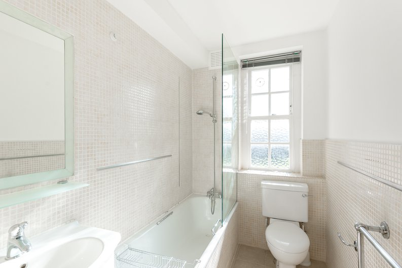 1 bedroom(s) apartment to sale in Greenhill, Prince Arthur Road, Hampstead, London-image 4