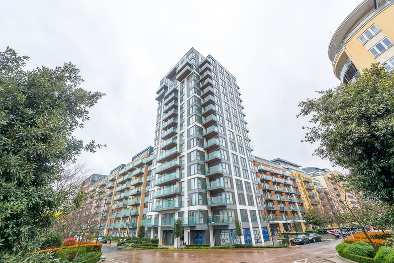 2 bedroom(s) apartment to sale in Argent House, Beaufort Park , London-image 10