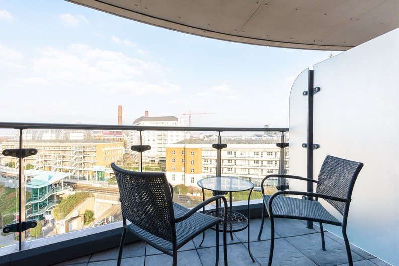 2 bedroom(s) apartment to sale in Octavia House, Imperial Wharf, Townmead Road-image 5