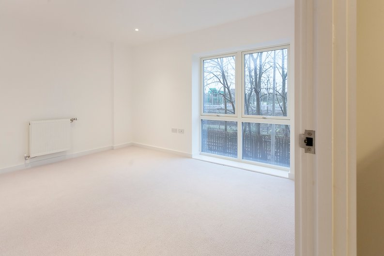 2 bedroom(s) apartment to sale in Collins Building, Wilkinson Close, Cricklewood-image 4