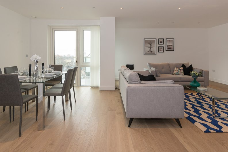 2 bedroom(s) apartment to sale in Longfield Avenue, Ealing, London-image 12