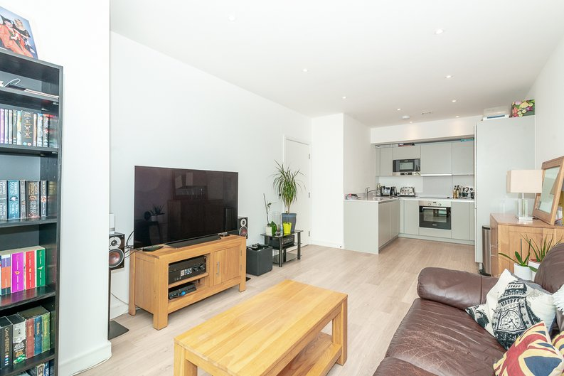 2 bedroom(s) apartment to sale in Pinnacle Apartments 11 Saffron Central Square, London, Croydon-image 1