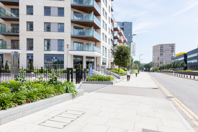 1 bedroom(s) apartment to sale in Fairbank House , Beaufort Park , Colindale, London-image 2