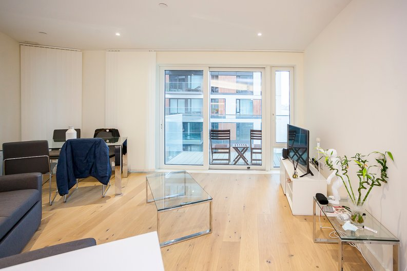 2 bedroom(s) apartment to sale in Duke of Wellington Avenue, Royal Arsenal Riverside, Woolwich, London-image 8