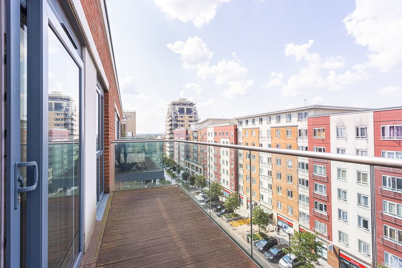 1 bedroom(s) apartment to sale in Carleton House, Boulevard Drive, Beaufort Park-image 5