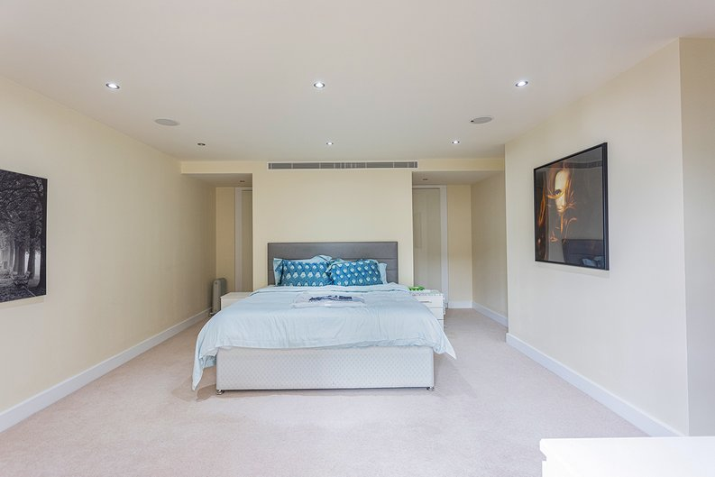 3 bedroom(s) apartment to sale in Boulevard Drive, Colindale, London-image 9