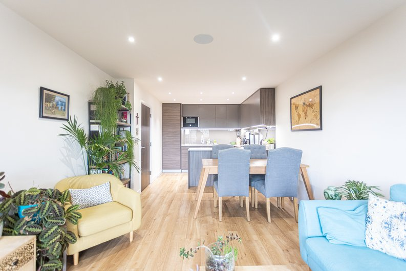 1 bedroom(s) apartment to sale in Beaufort Square, Colindale, London-image 2