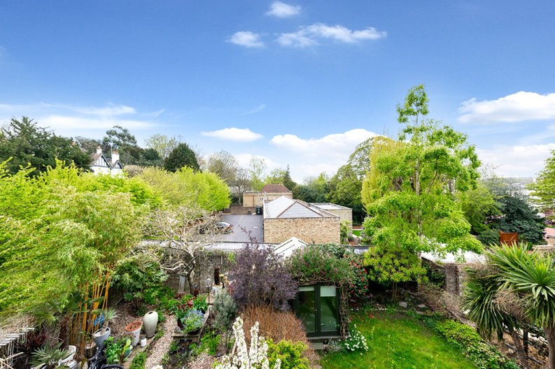 3 bedroom(s) apartment to sale in Hampstead Lane, Highgate-image 6