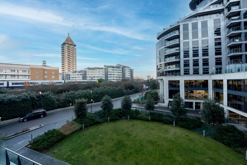1 bedroom(s) apartment to sale in Townmead Road, Imperial Wharf, London-image 5
