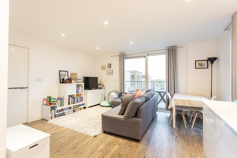 2 bedroom(s) apartment to sale in Cadmus Court, Seafarer Way, Surrey Quays, London-image 6