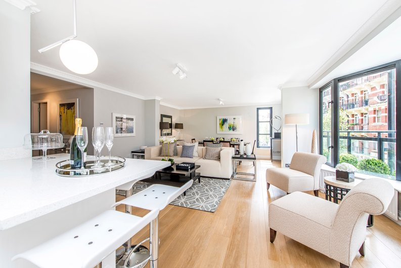 3 bedroom(s) apartment to sale in Drayton Gardens, Chelsea, London-image 6