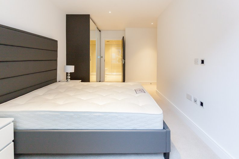 2 bedroom(s) apartment to sale in Quartz House, Dickens Yard, 12 New Broadway, Ealing-image 4