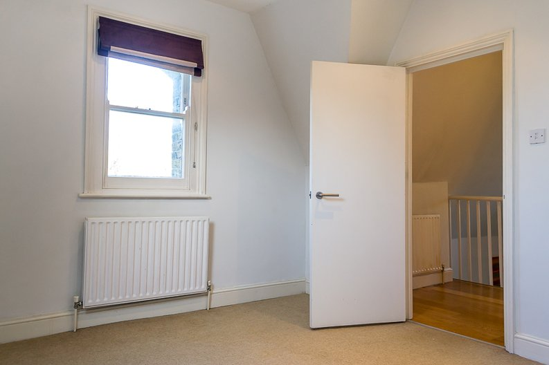 2 bedroom(s) apartment to sale in Crescent Road, Crouch End, London-image 9
