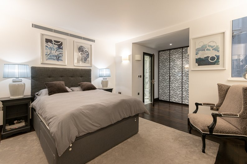 2 bedroom(s) apartment to sale in Park Street, Mayfair, London-image 3