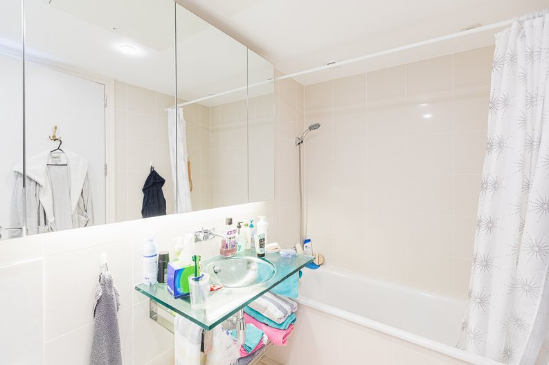 3 bedroom(s) apartment to sale in Cromwell Road, South Kensington, London-image 16