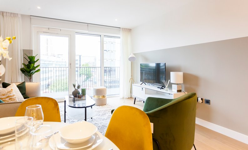2 bedroom(s) apartment to sale in Fountain Park Way, London-image 7