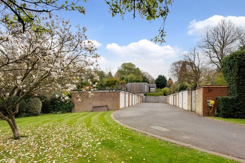 2 bedroom(s) apartment to sale in Broadlands Lodge, Broadlands Road, Highgate, London-image 10