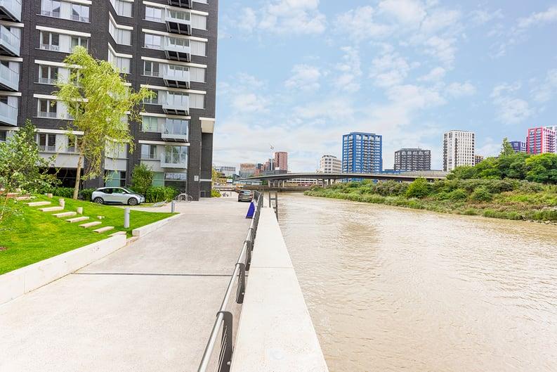 1 bedroom(s) apartment to sale in Goodluck Hope Walk, Poplar-image 2