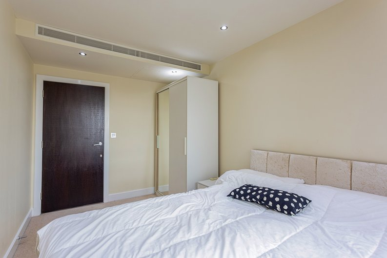 3 bedroom(s) apartment to sale in Boulevard Drive, Colindale, London-image 16