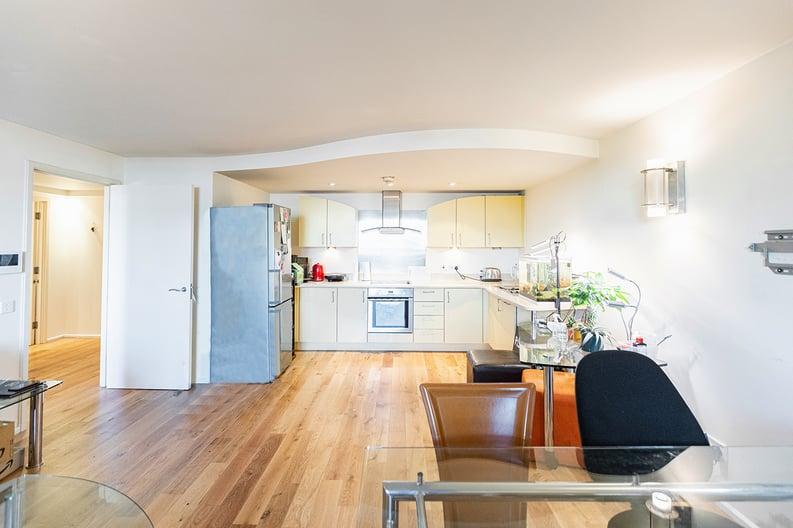 2 bedroom(s) apartment to sale in Westminster Bridge Road, Lambeth, London-image 7