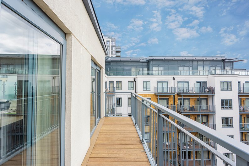 3 bedroom(s) apartment to sale in Boulevard Drive, Colindale, London-image 27