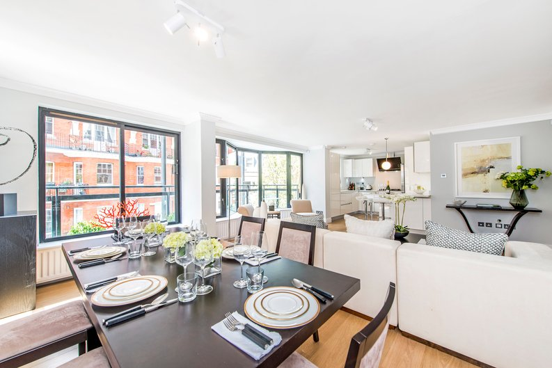 3 bedroom(s) apartment to sale in Drayton Gardens, Chelsea, London-image 17
