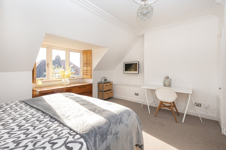2 bedroom(s) apartment to sale in Hollycroft Avenue, Hampstead, London-image 5