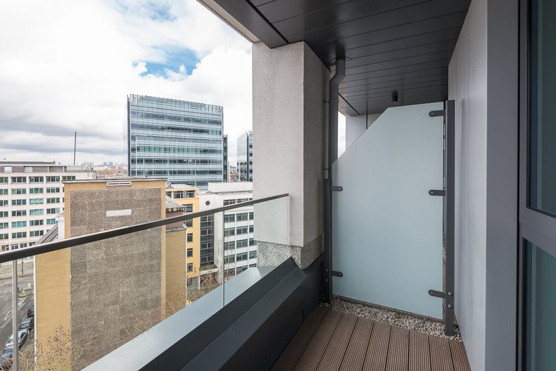 2 bedroom(s) apartment to sale in Lancaster House, Sovereign Court, Hammersmith-image 8