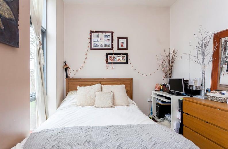 1 bedroom(s) apartment to sale in Martlesham Walk, Colindale-image 7