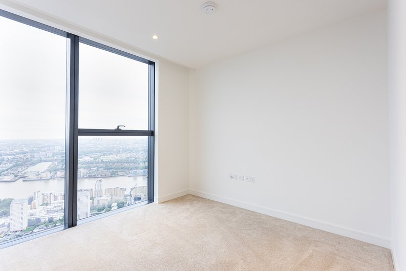 2 bedroom(s) apartment to sale in Marsh Wall, Canary Wharf, London-image 3