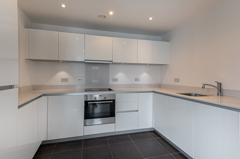 2 bedroom(s) apartment to sale in Goodchild Road, Woodberry Down, London-image 7