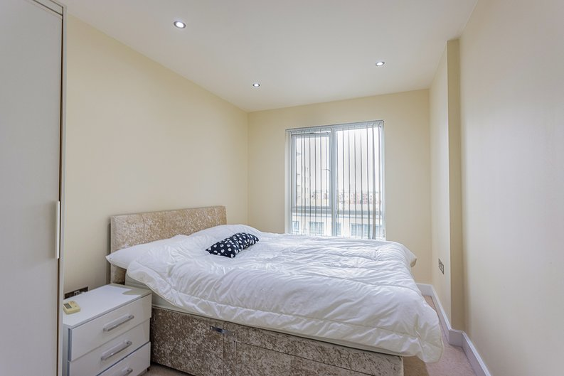 3 bedroom(s) apartment to sale in Boulevard Drive, Colindale, London-image 15