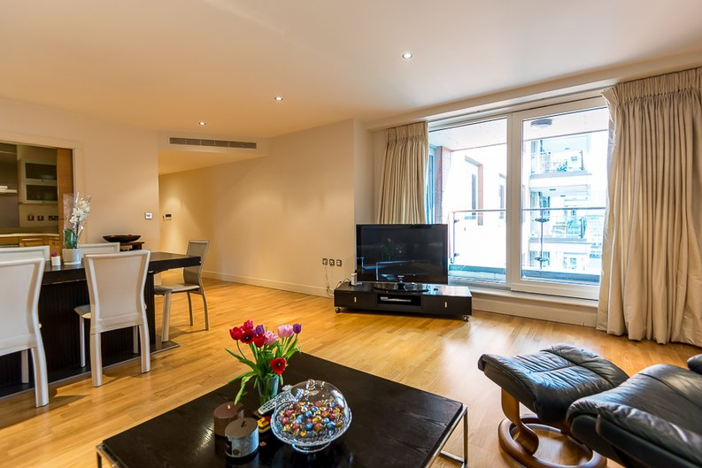 2 bedroom(s) apartment to sale in Fountain House, The Boulevard, Imperial Wharf, Fulham-image 5