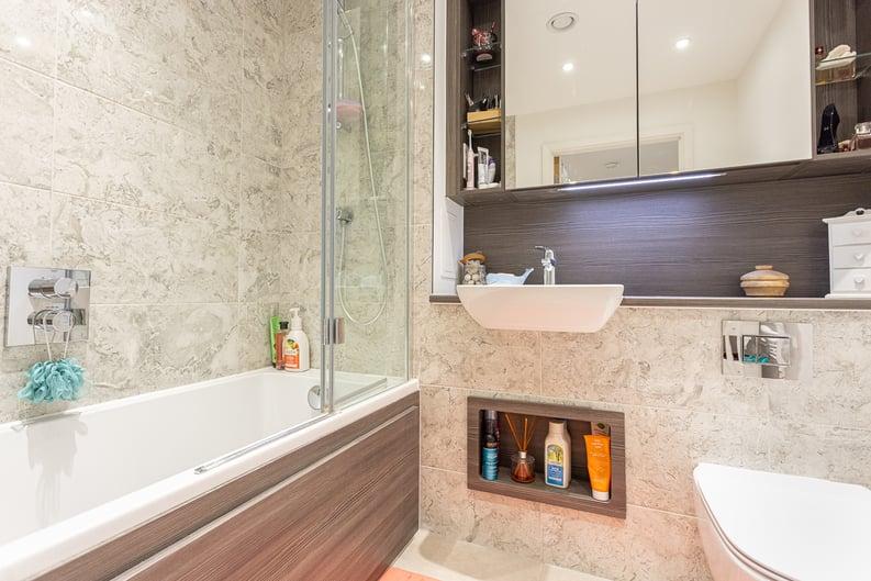 1 bedroom(s) apartment to sale in Moorhen Drive, London-image 4