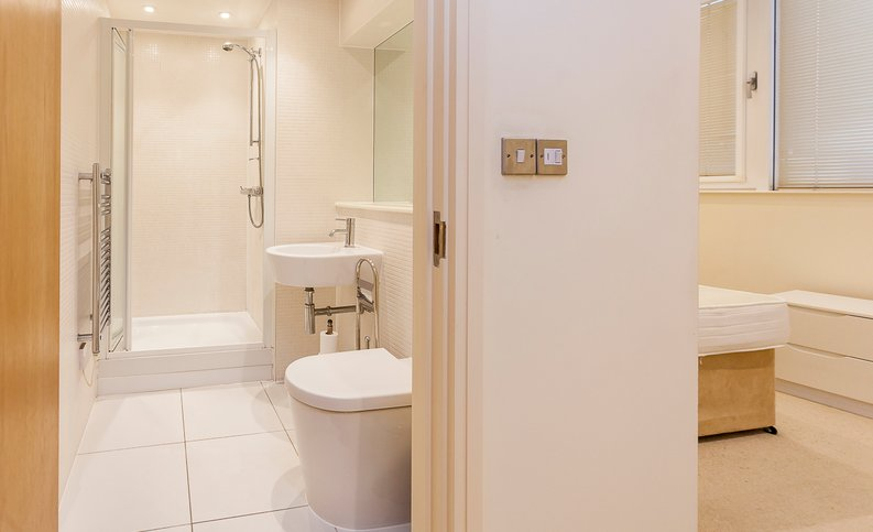 2 bedroom(s) apartment to sale in Denison House, Lanterns Court, Canary Wharf-image 8