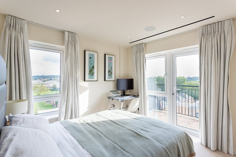 2 bedroom(s) apartment to sale in Beaufort Square, Colindale, London-image 8