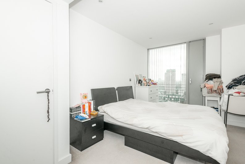 1 bedroom(s) apartment to sale in Landmark West Tower, 22 Marsh Wall, London-image 3
