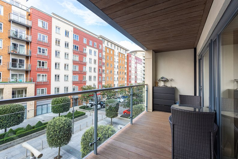 2 bedroom(s) apartment to sale in Boulevard Drive, London-image 5