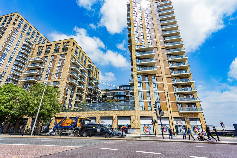 2 bedroom(s) apartment to sale in Victory Parade, Woolwich, London-image 18